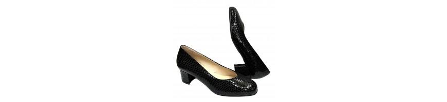 Zapatos de tacón fabricados en piel